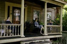 จากบ้านร้างที่ไม่มีใครพักอาศัย จู่ๆก็มี หุ่น ไปตั้งอยู่ระเบียงและมีนก็ ย้ายที่เอง