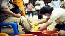 ไม่เชื่อลองดู !! แนะนำ  วิธีล้างเท้าขอขมาพ่อแม่  ไม่เชื่อลองดู ทำแล้วชีวิตจะดีขึ้นในทันที!!