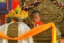 เหลือเชื่อ! เจ้าชายน้อยภูฏานวัย 3 ขวบ ระลึกชาติได้ 824 ปี