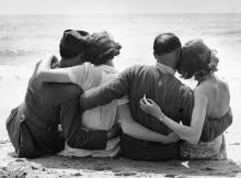 ย้อนอดีตชมภาพสุดตื้นตัน ความรักในช่วงสงครามโลก