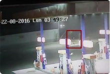 ฮือฮา!! คลิป วัตถุประหลาดเรืองแสง เคลื่อนตัวใกล้ปั้มน้ำมัน! เชื่อ UFO!?